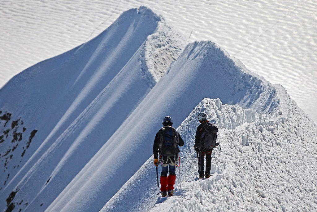 Nastaje ispod vršnog grebena Moncha na visinama od 4000 metara.
