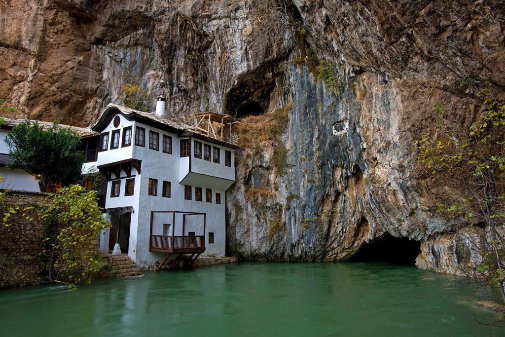 Tekija na Buni u Bosni jedna je od najstarijih još uvijek aktivnih tekija u Bosni. Tekije su mjesta gdje derviši žive i prakticiraju sufizam.