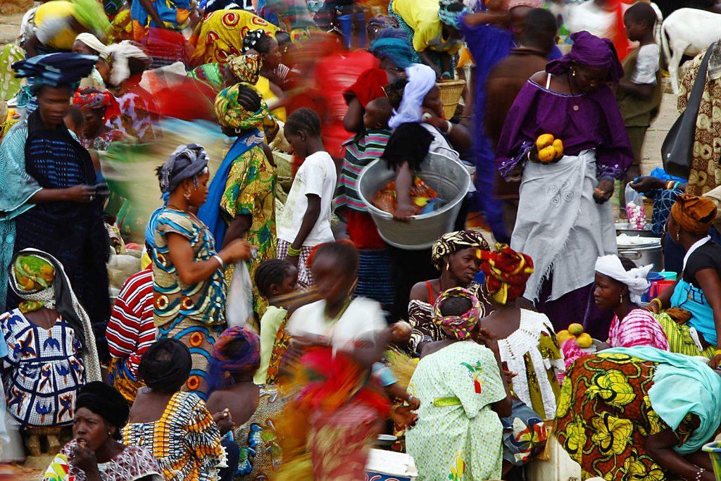 Tržnica u najvećem selu – Sanghi. Dogonski tjedan traje pet dana a temelji se na seljenju tržnice između pet važnih naselja.