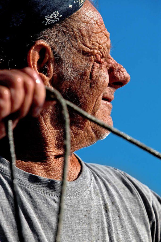 76-godišnji Tito Ježina svakog jutra odlazi u ribolov po tradicionalnoj metodi – uloviti onoliko koliko treba za pojesti taj dan.