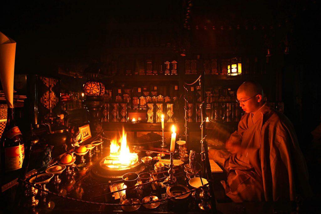 Jutarnja meditacija u jednom od brojnih hramova Koya sana.