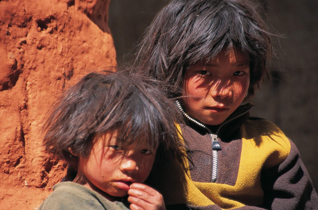 There are just 6000 Lobas, people of Mustang. They live an almost completely self-sufficient life under the rule of the king.
