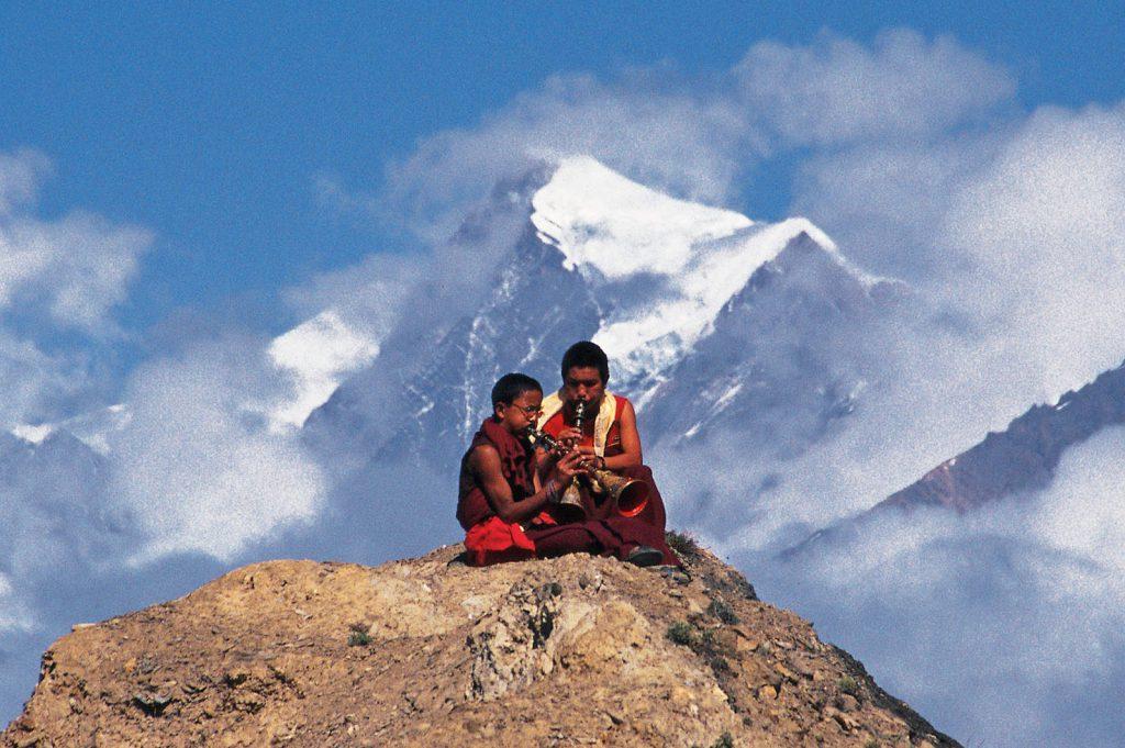 Ispod vrhunaca Himalaja, Mustang je sačuvao svoju živu kulturu izgrađenu na tibetskom budizmu koja je doživjela male i neznatne promjene u posljednjih tisuću godina.