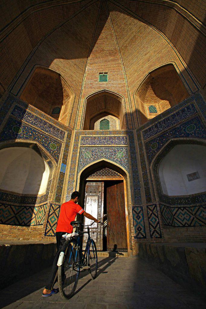 Mir-i-Arab medresa u Bukhari – jedno od najstarijih religijskih učilišta u središnjoj Aziji koje je kontinuirano u funkciji.