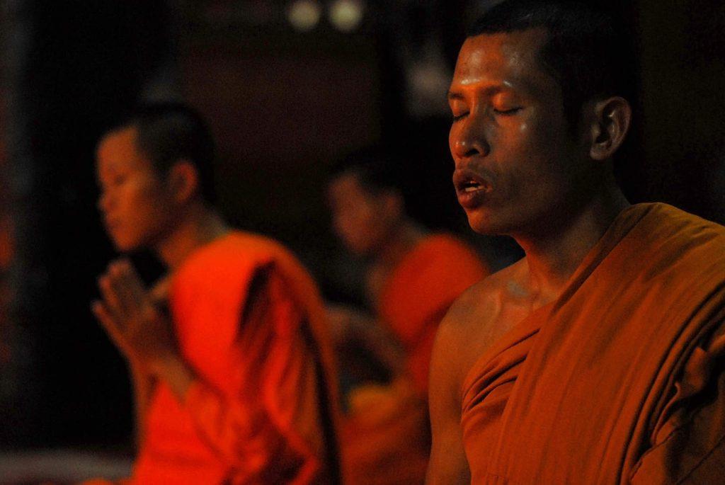 Ostatak dana provode u molitvi, meditaciji i hramskim dužnostima.