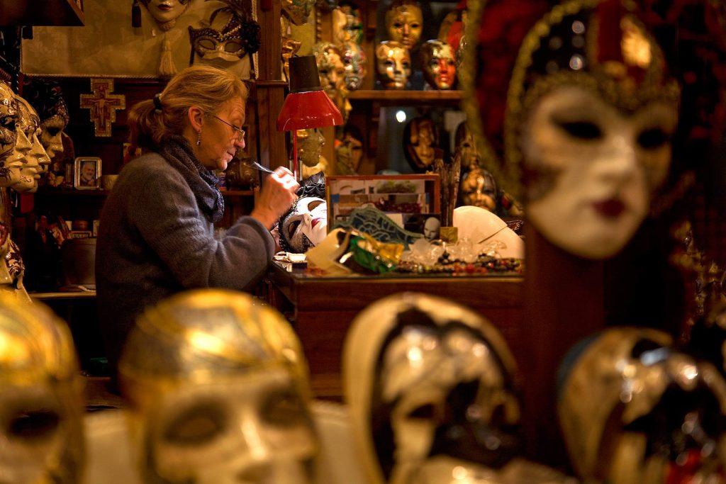 Izrađivačica maski